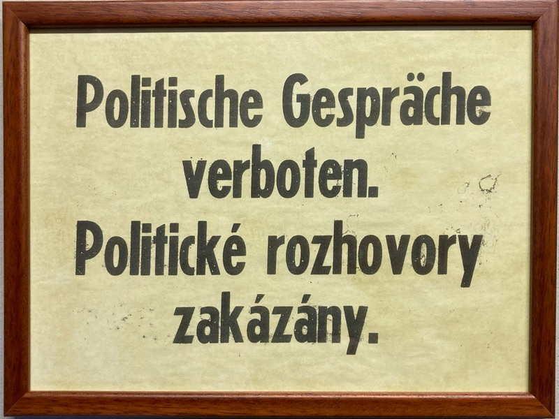 Cedule | Politické rozhovory (různé rámy)